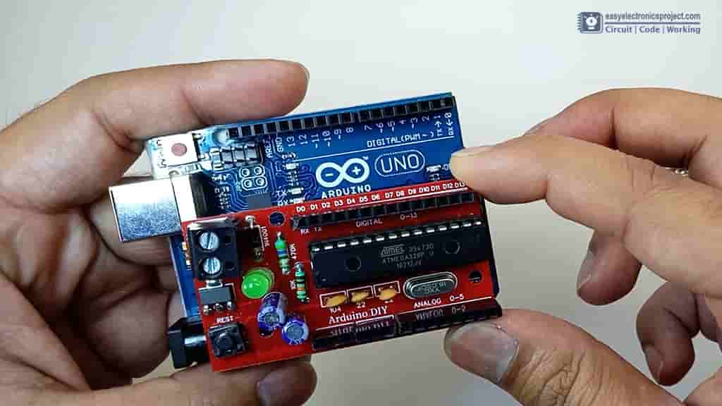 Arduino UNO vs DIY Arduino